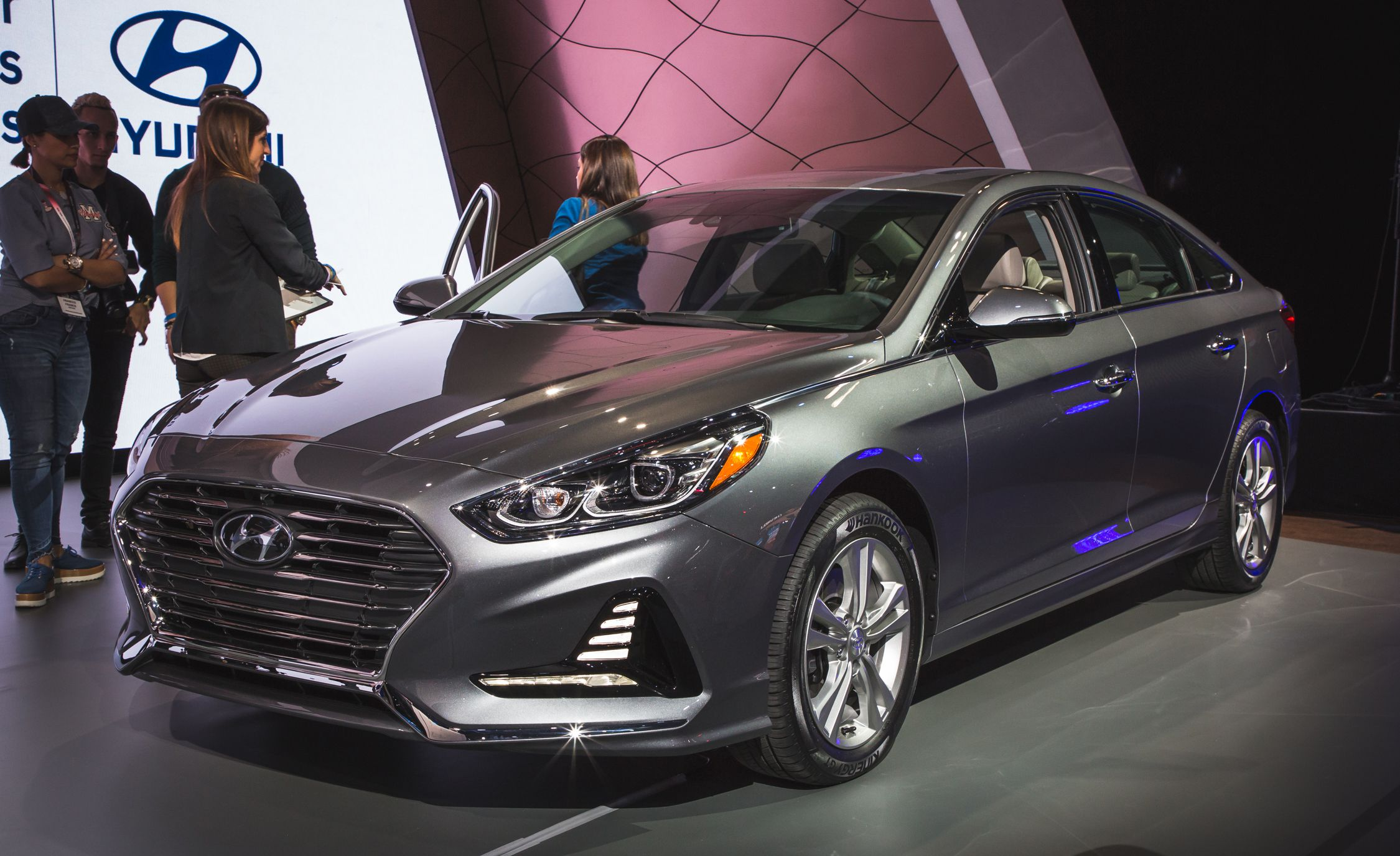 2018-hyundai-sonata-photos-and-info-news-car-and-driver-photo-679010-s-original